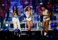 (GETTY) Coachella Weekend 2, Day 2 - Beyonce and Destiny's Child group mates Kelly Rowland and Michelle Williams